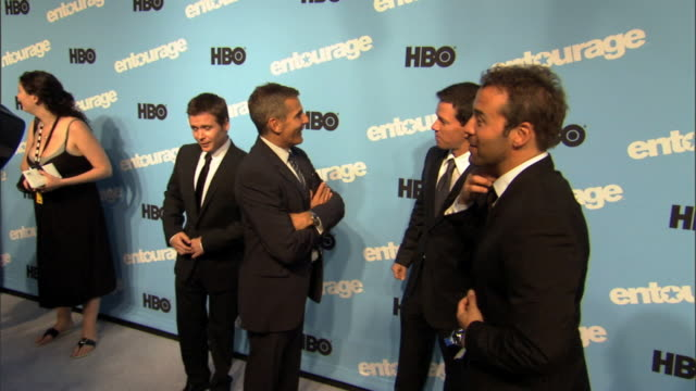 HD Kevin Connolly Jeremy Piven on carpet outside Ziegfeld Theater talking comparing suits