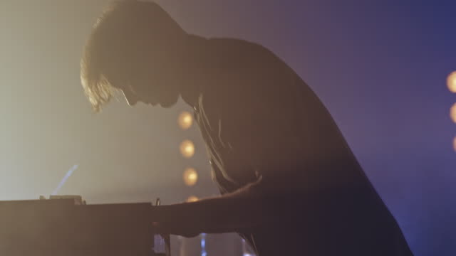 Keyboarder spielen