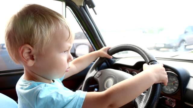 kid Fahren ein Auto