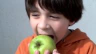 Kind Essen apple