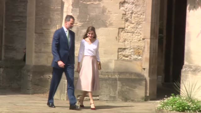 Exeter College Oxford ENGLAND Oxfordshire Oxford EXT GVs Exeter College University of Oxford building / crowd / King Felipe VI and Queen Letizia of...