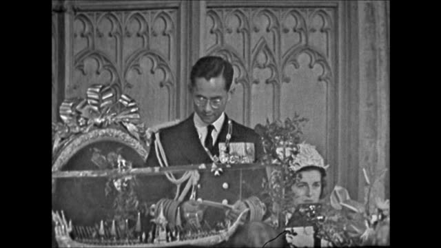 King Bhumibol makes a speech at London's Guildhall and presents a gift to the city