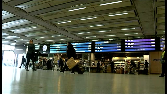 KIng Cross St Pancras Station and passenger general views ENGLAND London St Pancras Internatinal Station INT Passengers along with luggage towards...