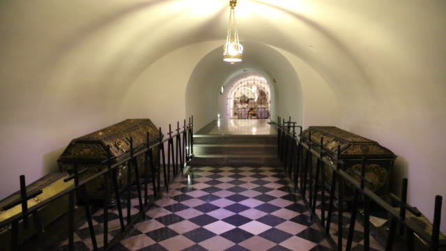 Krakow, Wawel Cathedral, royal effigies in the crypts
