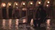 La acqua alta inunda la plaza de San Marcos de Venecia VOICED Venecia bajo el agua on February 01 2014 in Venice Italy