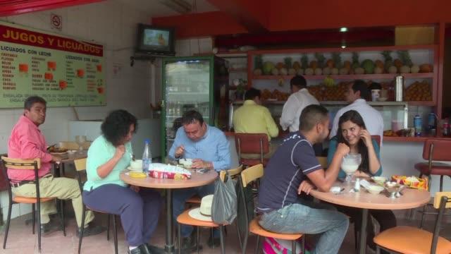 La alerta ambiental en Ciudad de Mexico perjudica a los comerciantes la restriccion de la circulacion de 40% de los autos no les deja distribuir sus...
