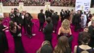 La alfombra roja mas famosa del mundo abrio sus puertas este domingo frente al teatro Dolby de Hollywood donde Birdman y Boyhood pelearan hasta el...