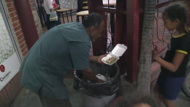 La ardua busqueda de restos de alimentos entre bolsas y camiones recolectores de basura se ha vuelto una carrera diaria para los venezolanos mas...