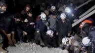 La aviacion del gobierno sirio bombardeo posiciones rebeldes en la provincia de Alepo y sus aliados yihadistas en la de Idlib afirmo el miercoles el...