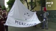 La cancilleria venezolana izo el viernes la bandera del Mercosur en Caracas para simbolizar el inicio de su periodo en la presidencia del bloque a...