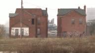 La ciudad estadounidense de Detroit simbolo del auge de la industria del automovil en el siglo XX se declaro el jueves en quiebra tras una agonia de...
