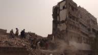 La coalicion arabe liderada por Riad desmintio este viernes haber bombardeado el casco antiguo de Sana despues de que un misil matara a cinco...