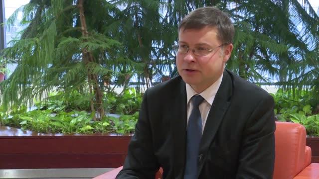 La Comision Europea esta determinada a progresar en su proyecto para reformar la Eurozona pese a la crisis política en Alemania segun declaro el...