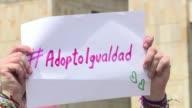 La Corte Constitucional de Colombia aprobo este miercoles sin restricciones la adopcion de menores por parte de parejas del mismo sexo