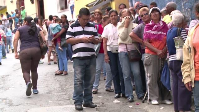 La escasez de productos basicos en Venezuela se disparo al 80% en abril segun datos recogidos por una encuestadora