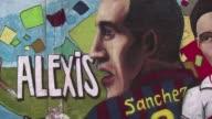 La estrella del futbol chileno Alexis Sanchez nunca se olvida de su pueblo natal Tocopilla donde esperan que el nino maravilla consiga la Copa...