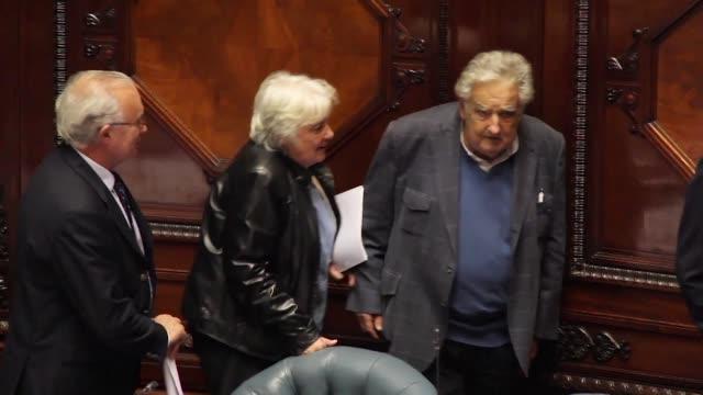 La exprimera dama y exguerrillera Lucia Topolansky de 72 anos esposa del expresidente Jose Mujica asumio el miercoles el cargo de vicepresidente en...