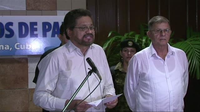 La guerrilla marxista de las FARC reanudo este lunes el diálogo de paz con el gobierno de Colombia criticando duramente al presidente Juan Manuel...