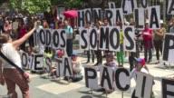 La oposición venezolana marchó el viernes hacia el ministerio de Defensa para desafiar a los militares considerados el mayor apoyo del presidente...