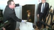 La policia francesa recupero el miercoles un cuadro del pintor holandes Rembrandt robado hace 15 anos cuyo valor se estima en mas de 5 millones de...