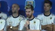 La seleccion argentina de futbol no hara mas declaraciones a la prensa por haber sido blanco de acusaciones muy graves contra Ezequiel Lavezzi como...