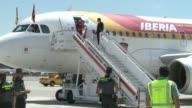 La seleccion espanola de futbol aterrizo en la tarde de este lunes en el aeropuerto de MadridBarajas tras conseguir la Eurocopa2012 al vencer a...