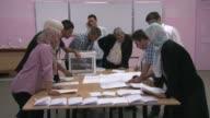 La tasa de participacion en las elecciones legislativas celebradas este jueves en Argelia las primeras que se celebran en el pais despues de la...
