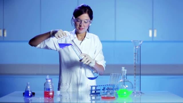 Αποτέλεσμα εικόνας για beauty woman in biotechnology