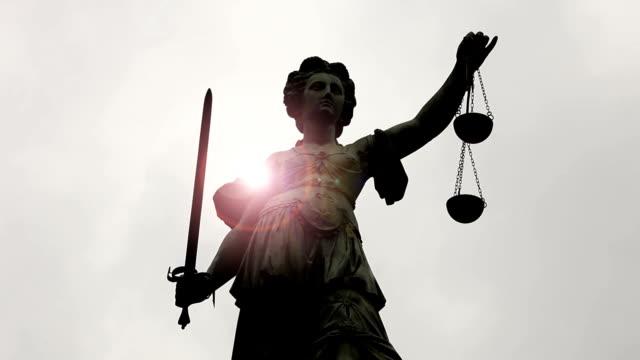 Vrouwe Justitia met zonlicht