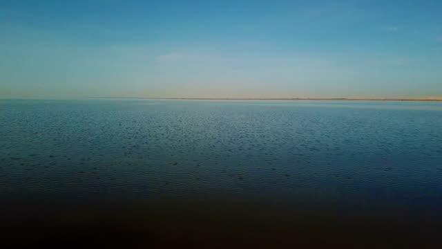 Meer en oever van het meer
