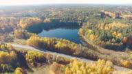 Lago e strada veduta aerea