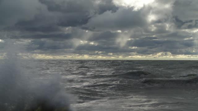 WS Lake Michigan on stormy day / Chicago, Illinois, USA