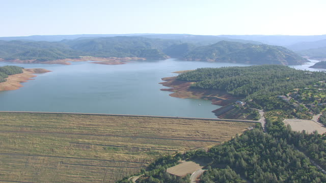WS AERIAL POV Lake Oroville with dam from the southwest side, California