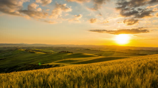 T/L 8K Landscape in the Tuscany region
