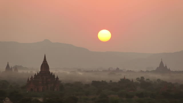 WS HA Landscape with ancient temples at sunset / Bagan, Myanmar