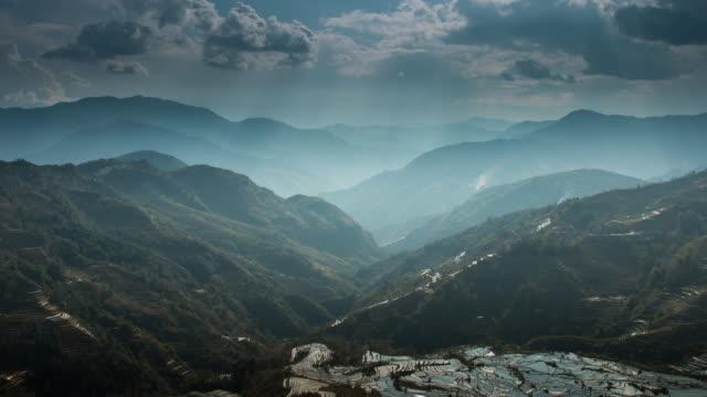 Landschappen op berg en rijst terras met ray licht in China