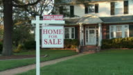 MS, ZI, Large suburban house with 'For sale' sign in front yard, Richmond, Virginia, USA