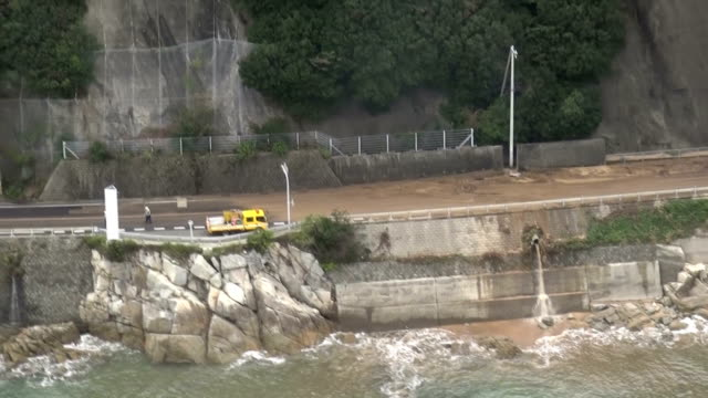 A large typhoon that had swept through the Japanese archipelago weakened in intensity Tuesday morning as it reached the Pacific off Japan's...