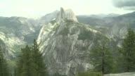 Las autoridades del Parque Nacional de Yosemite en Estados Unidos alertan sobre los cambios que esta sufriendo esta reserva natural tras cuatro anos...