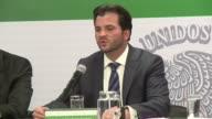 Las autoridades mexicanas anunciaron nuevas medidas como la siembra de millones de arboles y la sustitucion de taxis para combatir la contaminacion...