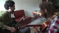 Las bandas sirias huidas de la guerra encuentran seguridad y nuevos seguidores en el vecino Libano donde estan revitalizando la escena musical con un...