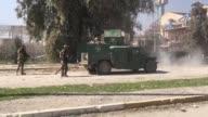 Las fuerzas iraquies entraron el jueves en el aeropuerto de Mosul por primera vez desde que el grupo yihadista Estado Islámico se apodero de la...