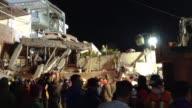 Las tareas de rescate continuaban sin descanso el miercoles en la capital y estados centrales de Mexico en busca de sobrevivientes entre los...