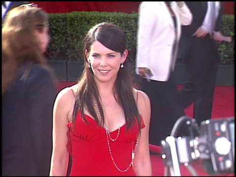 Lauren Graham at the 2005 Emmy Awards entrances at the Shrine Auditorium in Los Angeles California on September 18 2005