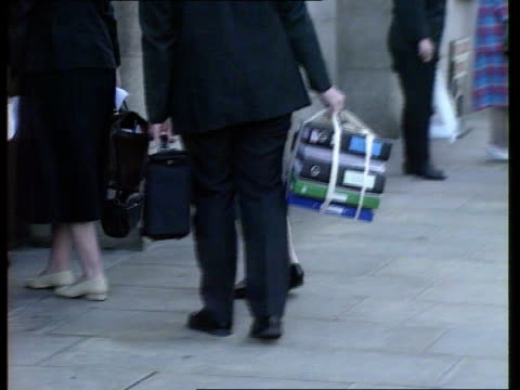 Lawyers of Asil Nadir tell Old Bailey he is unlikely to return for fraud trial ENGLAND London EXT Members of serious fraud office by car Man carrying...