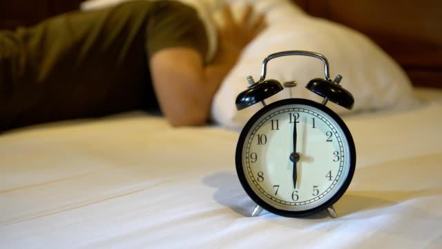 faul zum Aufwachen vom Wecker