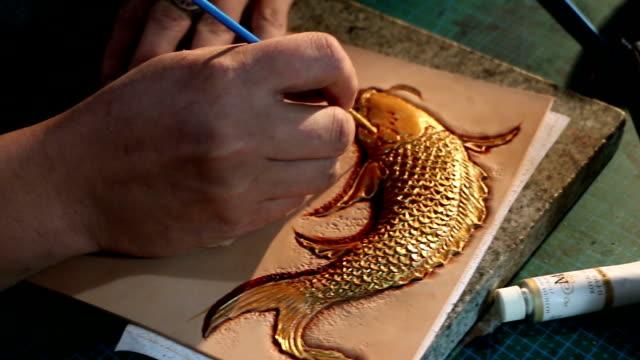 leatherworker Farbe Fisch-Muster auf Leder