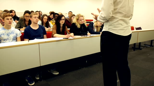 HD CRANE: Lecturer talking to College students in University Classroom
