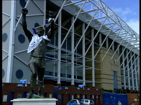 Leeds United board meet to discuss relegation ITN Leeds Elland Road Billy Bremner statue with Leeds scarf blowing in f/g LS Billy Bremner statue CMS...