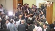 Legisladores paraguayos se enfrentaron el martes en el Senado por un proyecto de enmienda constitucional apoyado por el oficialismo y la oposicion de...
